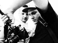 Od lewej - Fokus i Bartosz Kasowski w trakcie realizacji klipu do singla STAWIAM DZIŚ.
